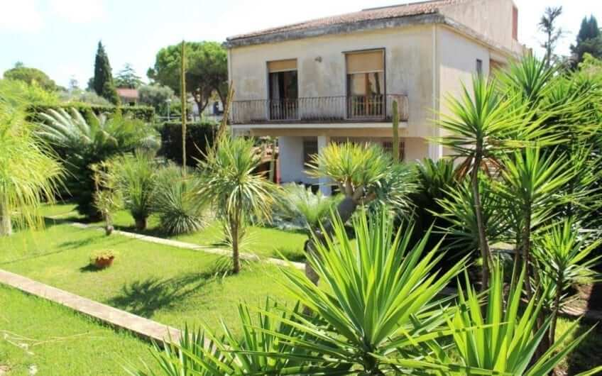 Villa in Fontane Bianche | For B&B | 400 m from the beach