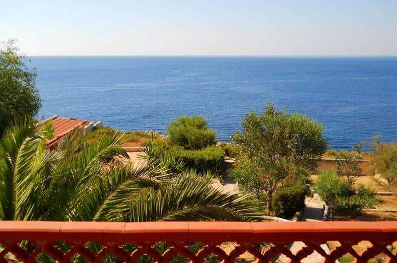 House by the sea | Private access to the sea | Seaview | Syracuse
