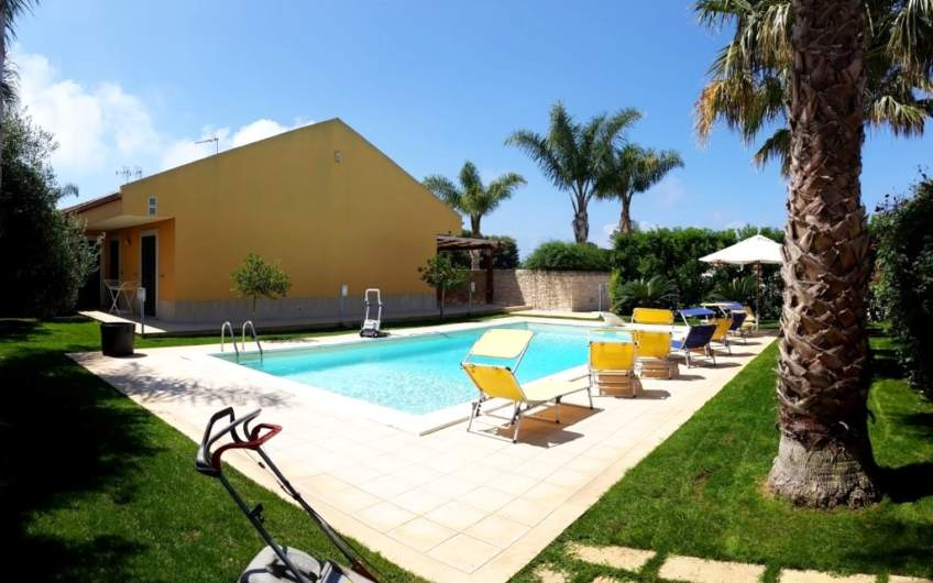 Villa with Pool | 400 m from the beach | Scicli – Sicily