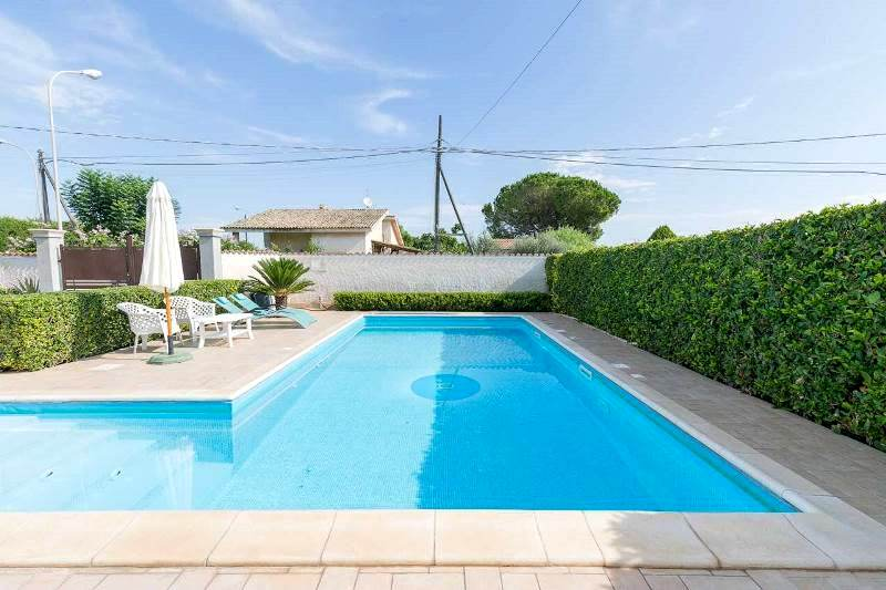Villa for sale with pool in Syracuse   700 meters from the sea
