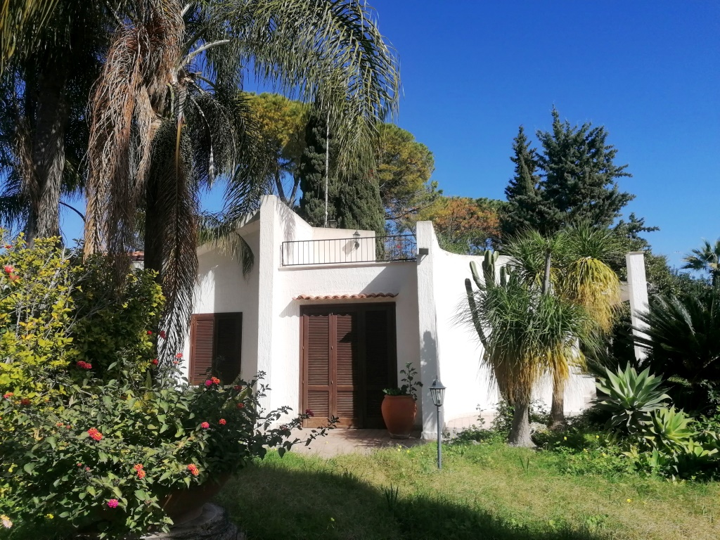 Villa for sale in Fontane Bianche - 350 meters from the beach